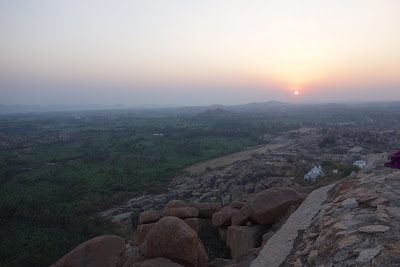 インドの世界遺産ハンピ村 マタンガの丘の行き方(直登・寺院・アチュータラヤテンプルの3ルート)