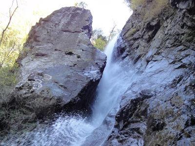自転車で行く 大岩壁が美しい丹沢山塊の幻の滝「早戸大滝」
