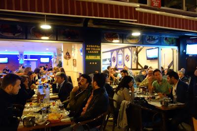 イスタンブールの港町歩き-カドキョイは魚屋さんの並ぶ地元の台所