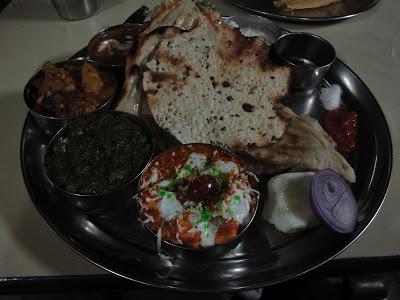 インド ヴァラナシの老舗ベジタリアン料理店「Keshari Restaurant」