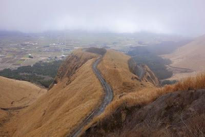 阿蘇 ラピュタの道(肥後街道石畳と絶景外輪山)