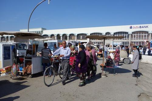 ウズベキスタン ブハラ 人々が優しい古都の街歩き