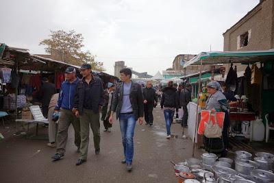 ウズベキスタン最大の蚤の市 「ヤンギ・アバット・バザール」