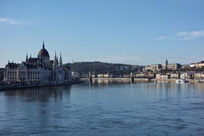 ブダペスト 市営渡船で行くお手軽ドナウ川クルーズ