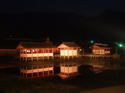 瀬戸内海の島めぐり 「世界遺産 宮島 厳島神社の夜景」